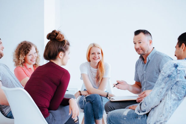 Therapist leading the best alcohol rehab McHenry county offers