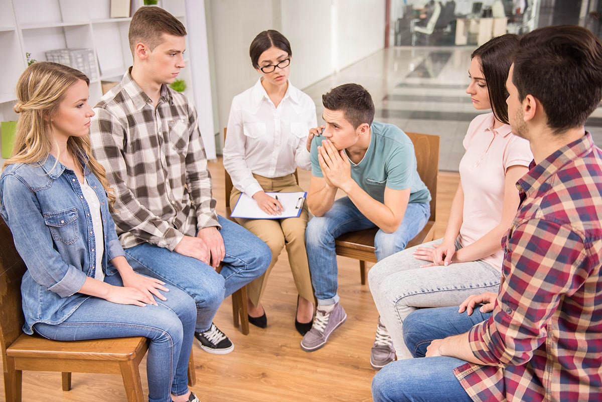 group in therapy at rehab facilities in Illinois