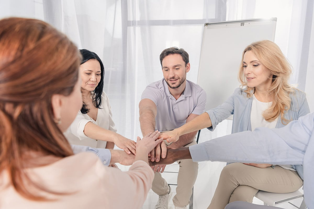 group in therapy at drug treatment centers in Illinois